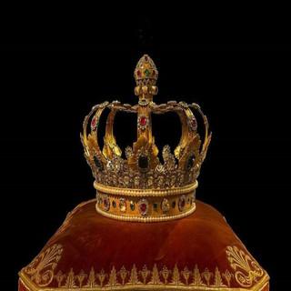 Crown Usurper
